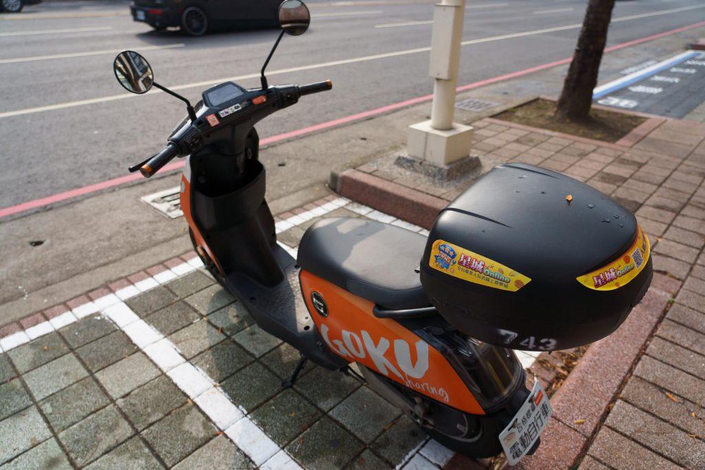 免許なしで乗れるシェア電動バイク「GOKUBE」